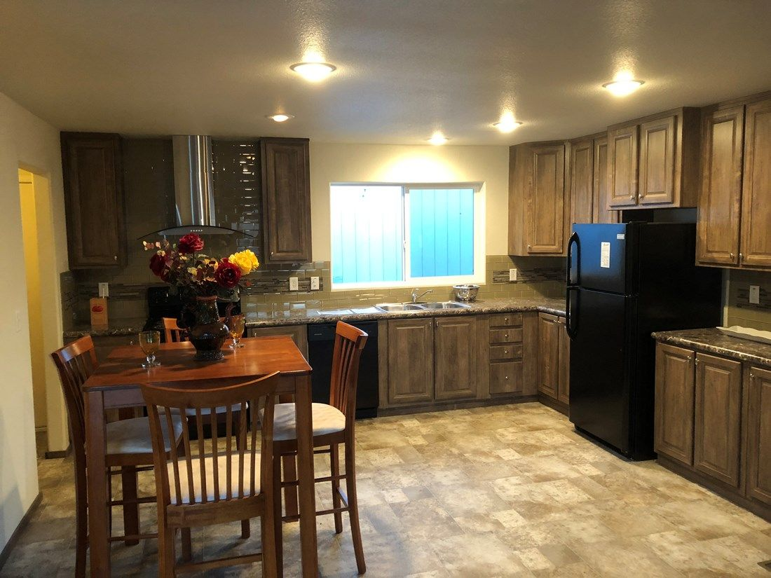 The 2018 COLUMBIA RIVER Kitchen. This Manufactured Mobile Home features 3 bedrooms and 2 baths.