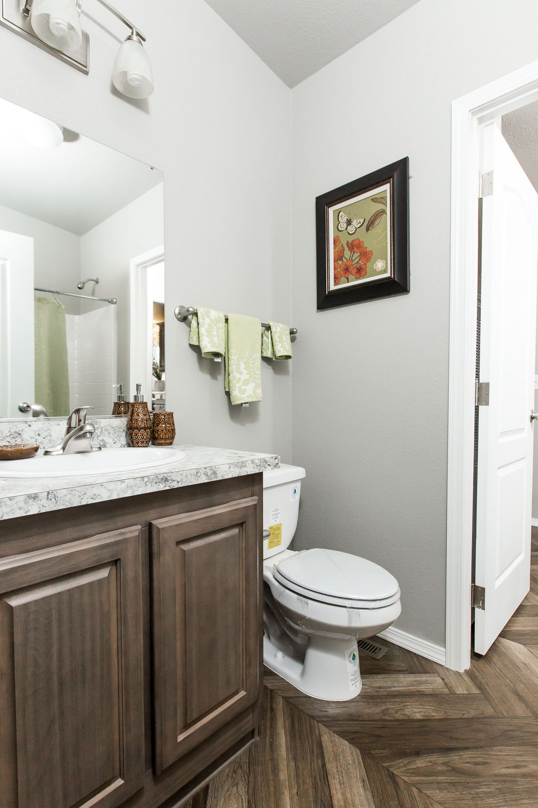 The 2017 COLUMBIA RIVER Guest Bathroom. This Manufactured Mobile Home features 3 bedrooms and 2 baths.