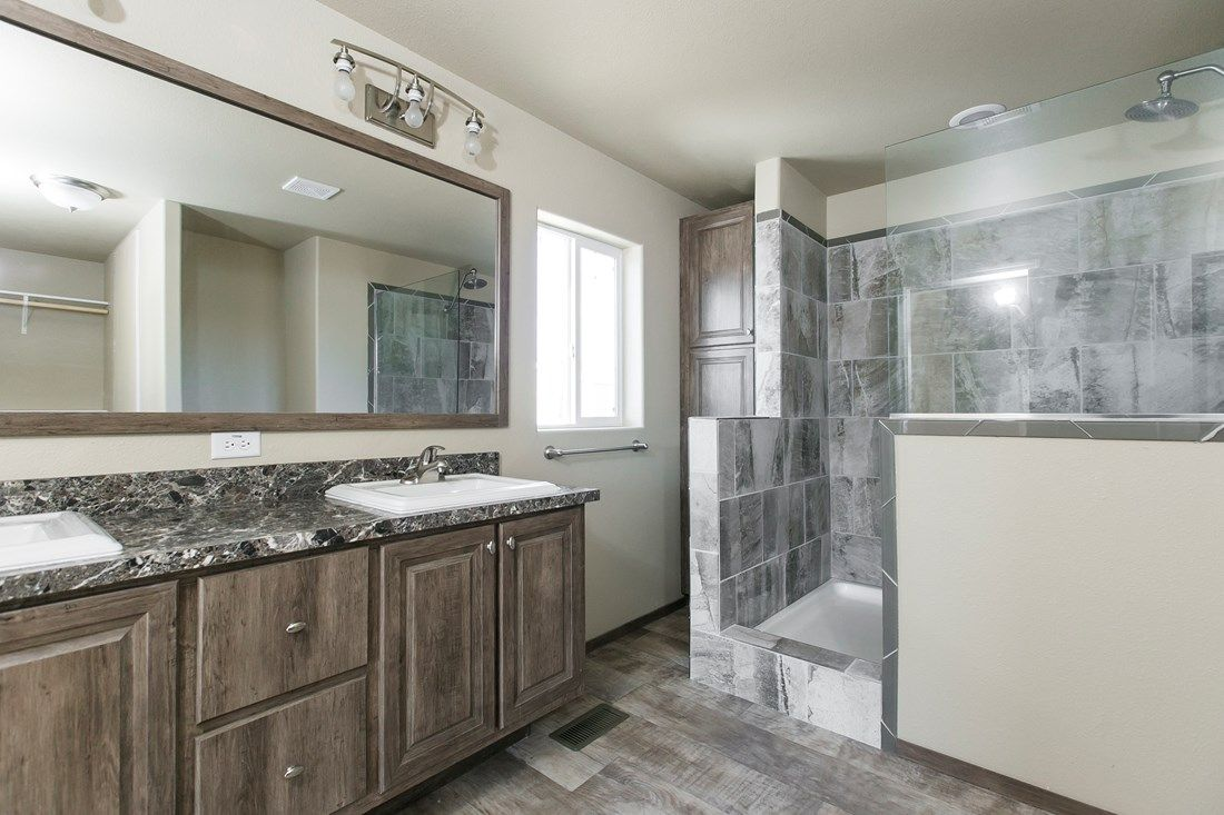 The 2022 COLUMBIA RIVER Master Bathroom. This Manufactured Mobile Home features 3 bedrooms and 2 baths.