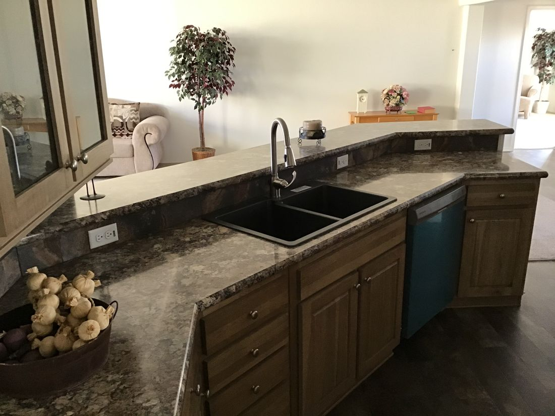 The 9593S         WASHINGTON Kitchen. This Manufactured Mobile Home features 3 bedrooms and 3 baths.