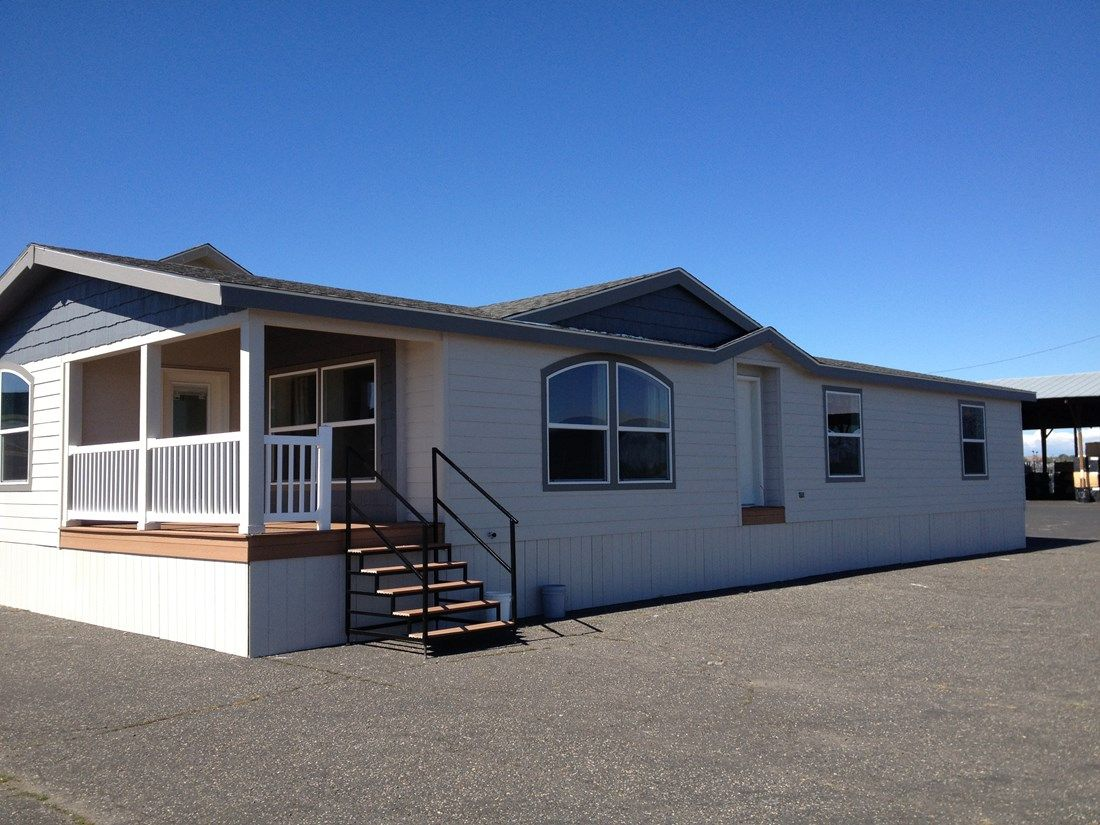 The 9587S JEFFERSON Exterior. This Manufactured Mobile Home features 2 bedrooms and 2 baths.