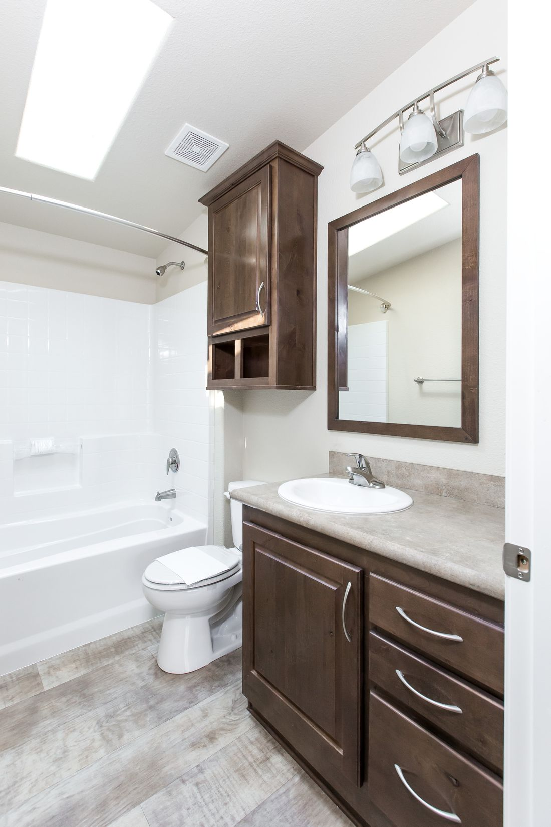 The 2860 MARLETTE SPECIAL Guest Bathroom. This Manufactured Mobile Home features 3 bedrooms and 2 baths.
