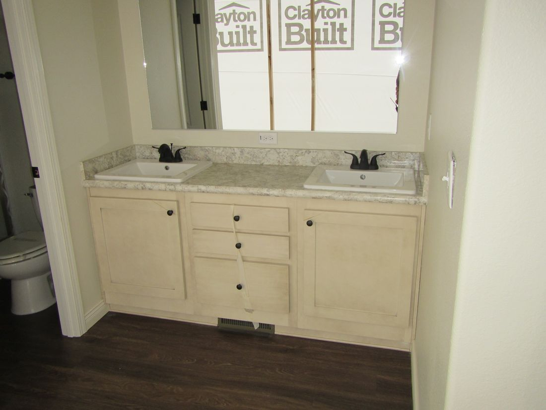 The 2100 (2444A) COLUMBIA RIVER Master Bathroom. This Manufactured Mobile Home features 3 bedrooms and 2 baths.