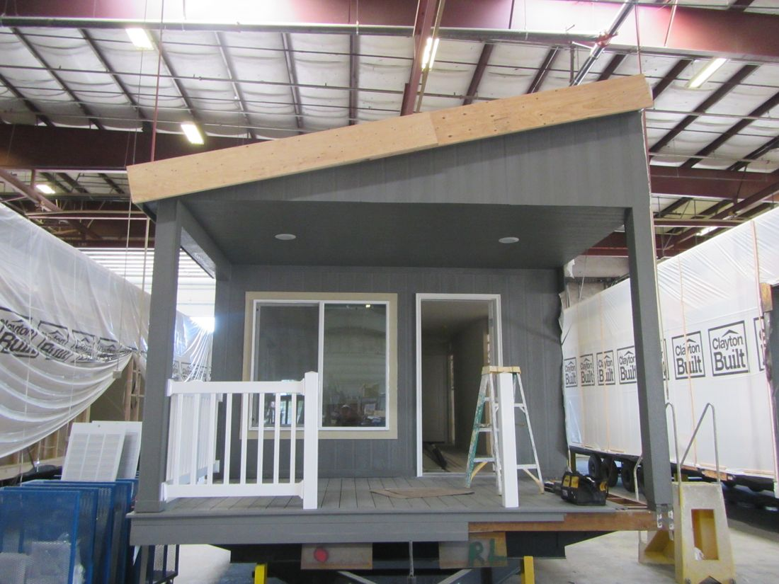 The 2107 (5538-A) COLUMBIA RIVER Exterior. This Manufactured Mobile Home features 2 bedrooms and 2 baths.
