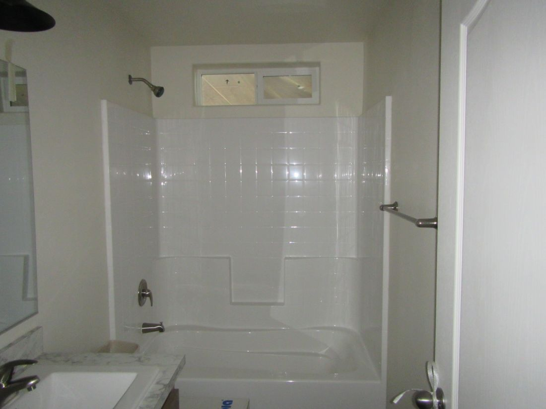 The 2107 (5538-A) COLUMBIA RIVER Guest Bathroom. This Manufactured Mobile Home features 2 bedrooms and 2 baths.